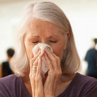 How to prevent and treat flu symptoms and common cold in older adults